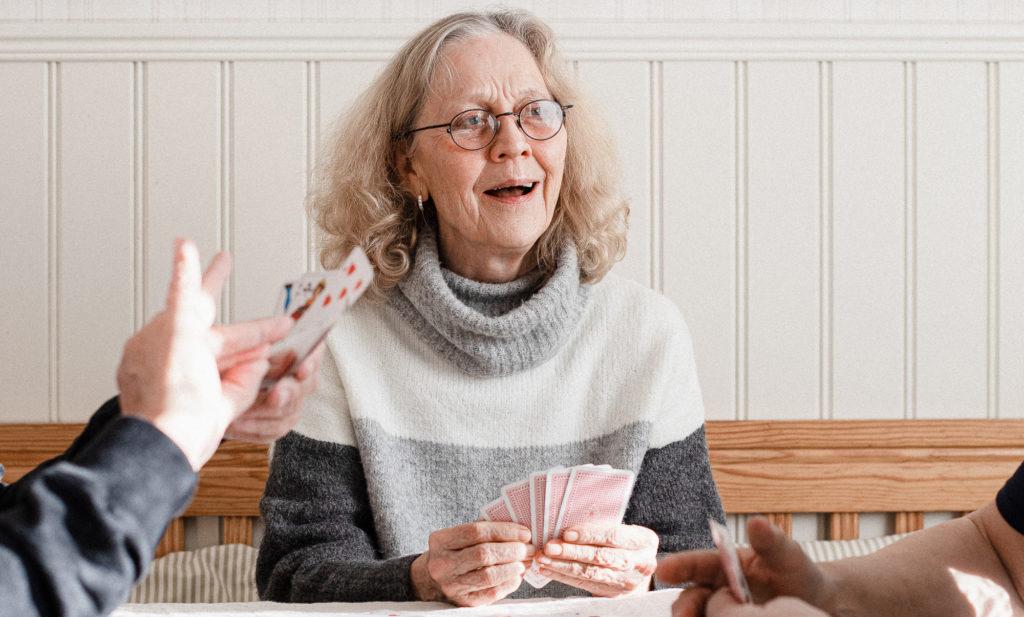 Gunn-Britt Leck, laughing while playing cards