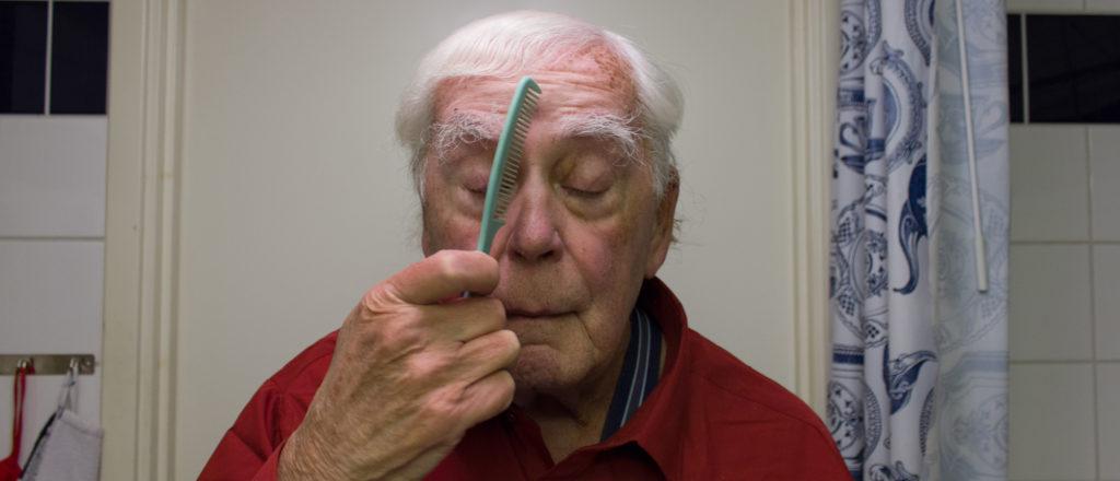 Bengt Boman combing his hair.