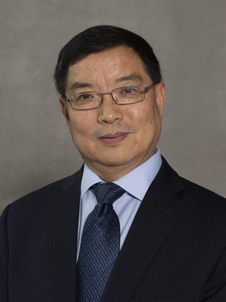 Portrait of Chengxuan Qiu in suit and tie.